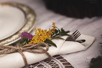 Květinová dekorace na příborech. Floristika Klára Uhlířová Brno