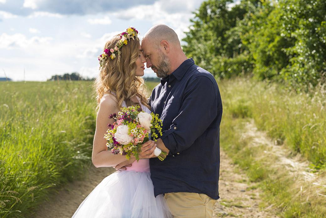 Svatebníb kytice z lučního kvítí. Svatební floristika Klára Uhlířová Brno