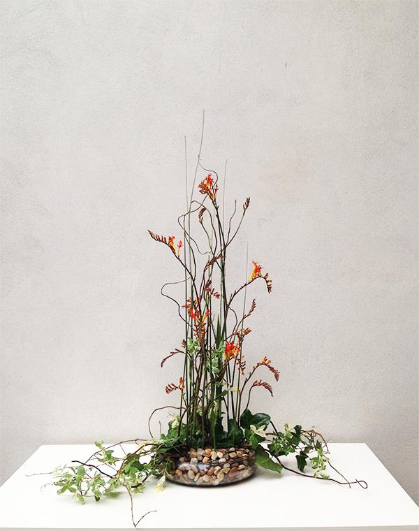 vysoké-květinové-aranžmá-květinová-dekorace-pro-firmy-klára-uhlířová-floristika-brno-květiny-brno
