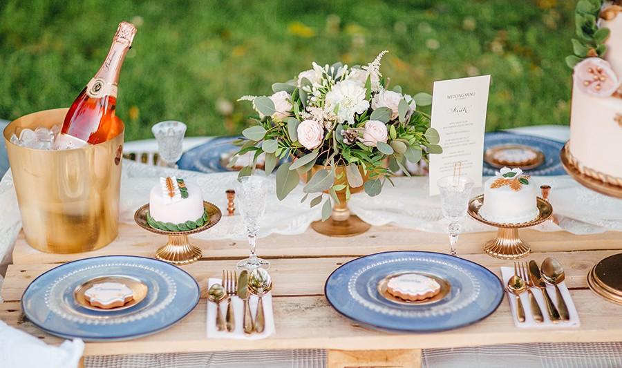 Květinová dekorace na stůl. Floristika Klára Uhlířová Brno