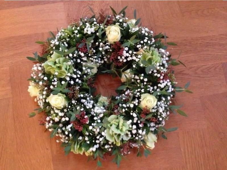 květinový-věnce-na-stůl-květiny-brno-klára-uhlířová-floristika-brno