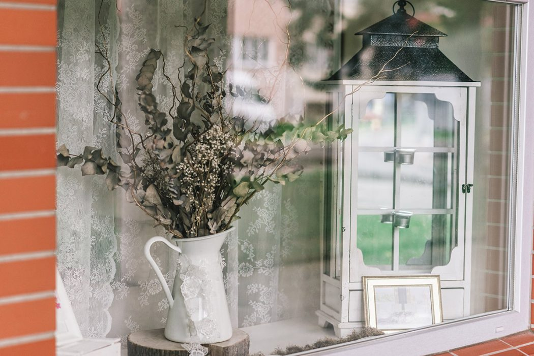 Dekorace ze sušeného ecalypt a nevěstina závoje. Květinové dekorace interiérů Klára Uhlířová Brno