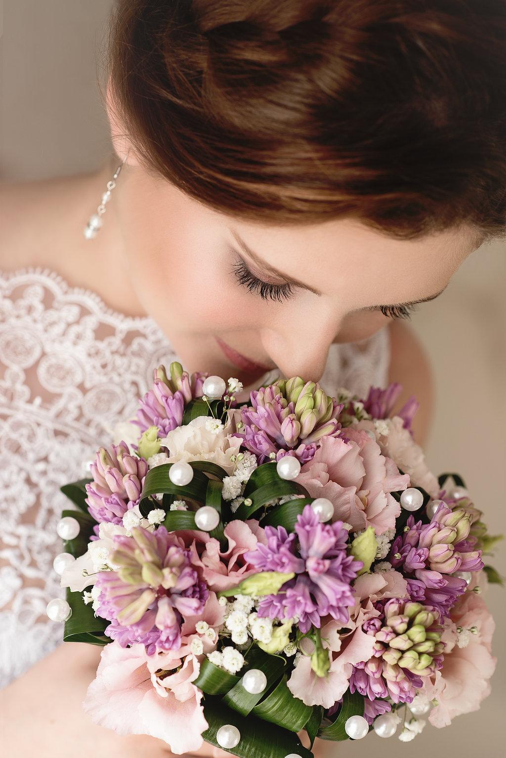 Elegantní svatební kytice s perličkami