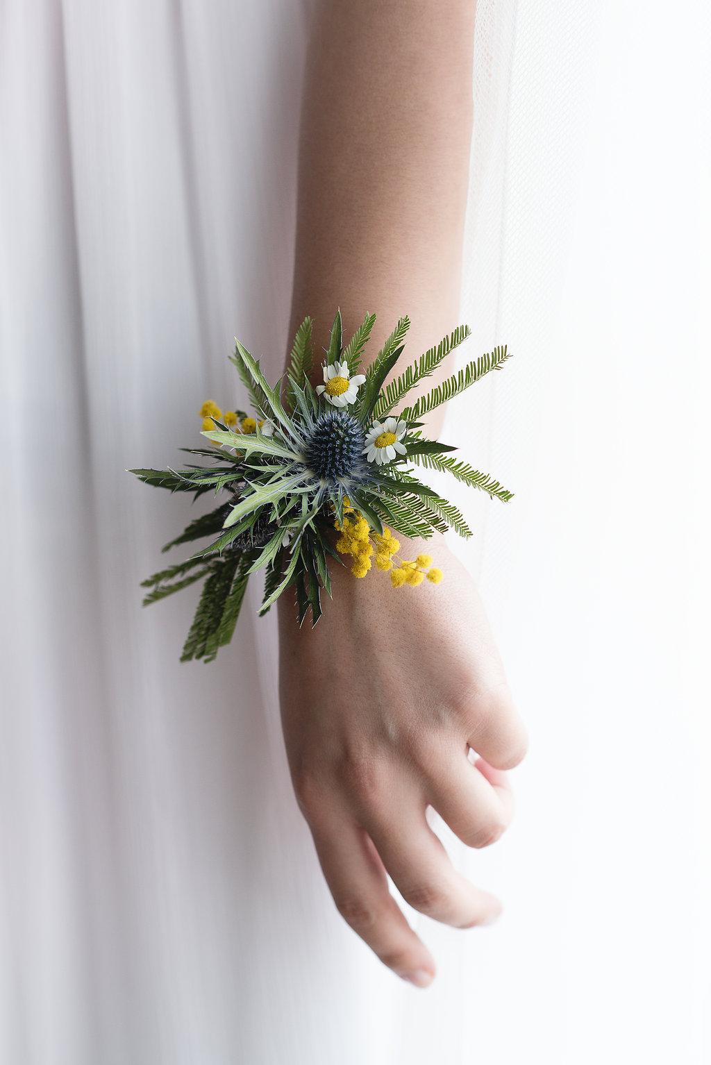 Květinový náramek pro svědkyni nebo družičku
