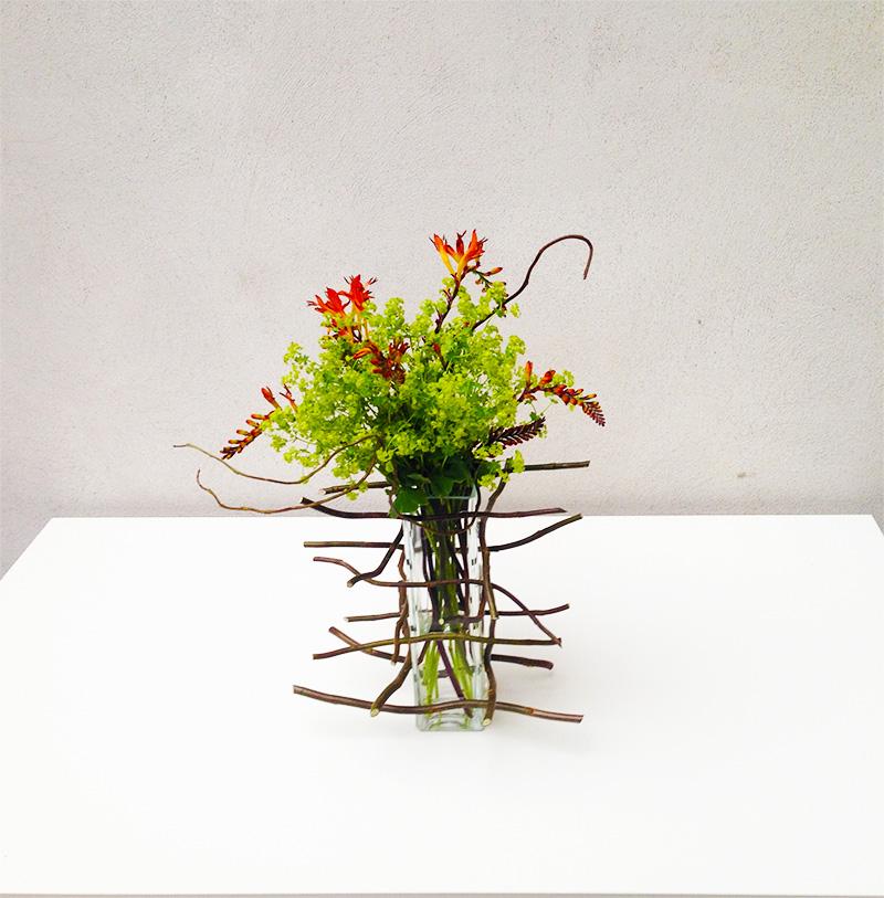 Moderní květinové aranžmá ve váze. Floristika Klára Uhlířová Brno