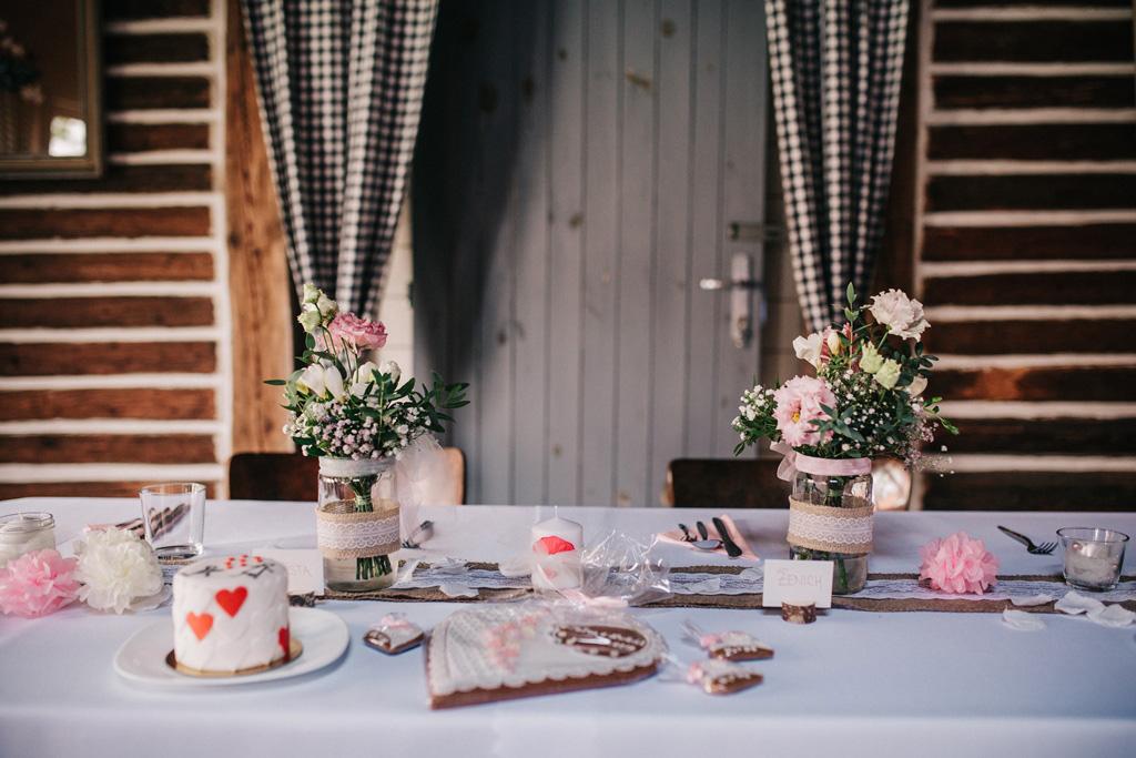 Květinové dekorace na svatební tabuli. Svatební květiny Klára Uhlířová Brno.
