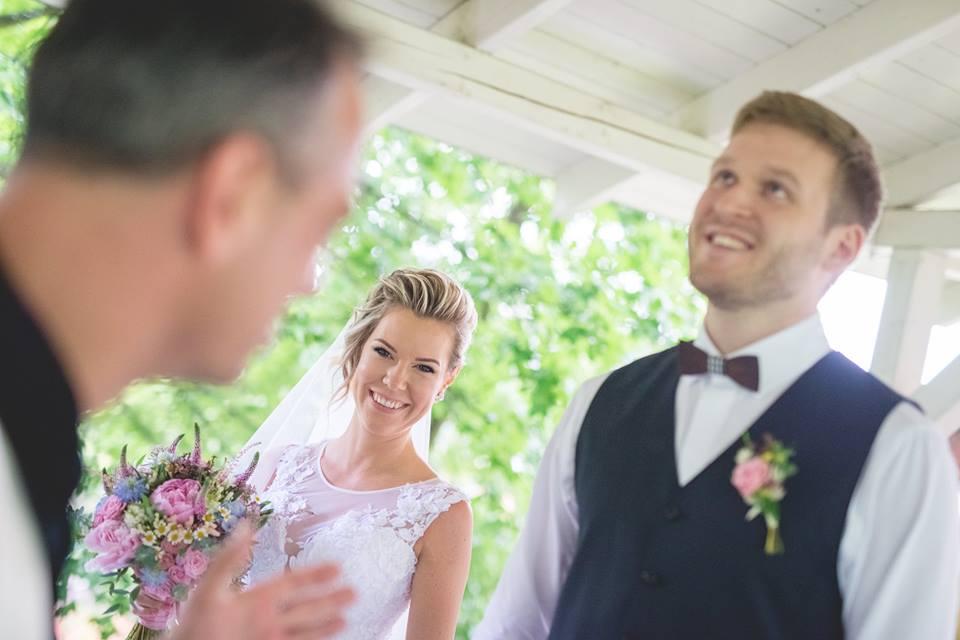 Svatební kytice a korsáž pro ženicha. Svatební floristika Klára Uhlířová