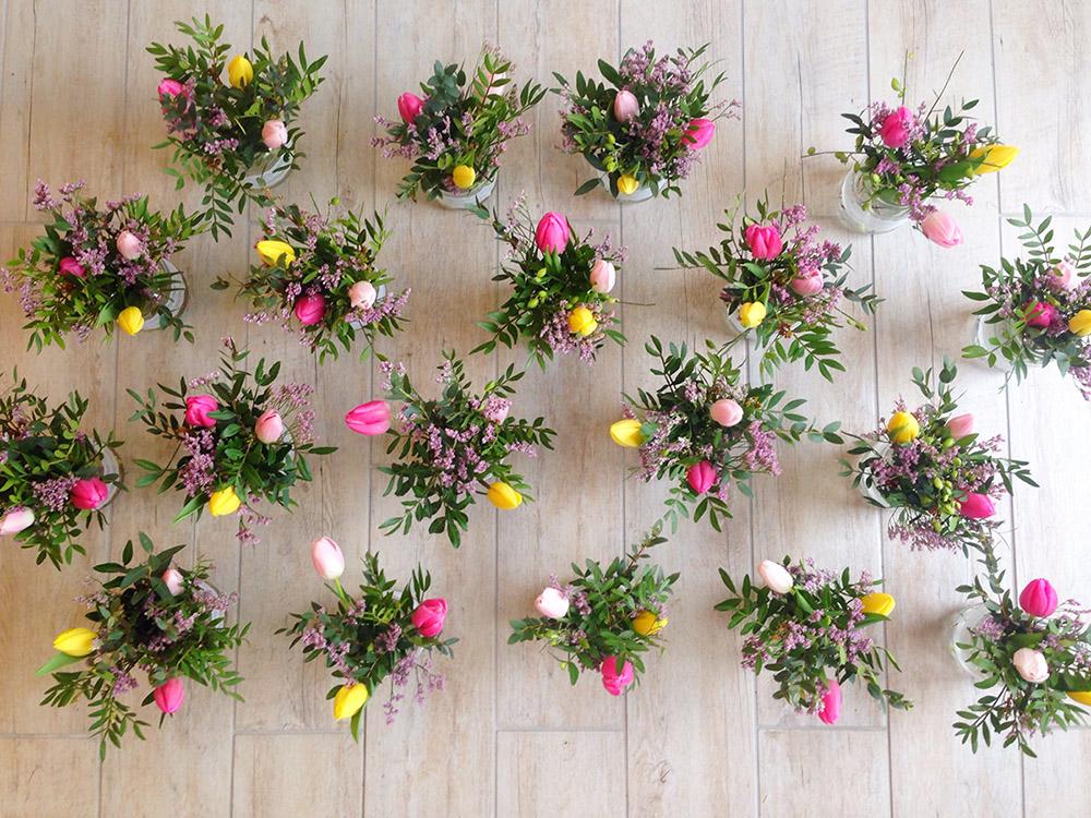 Dekroace na svatební tabuly z tulipánů. Svatební květiny Klára Uhlířová Brno