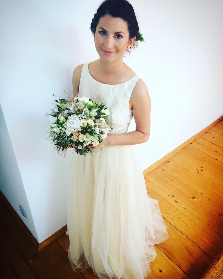 Svatební kytice z pivoněk v bílo-zlato-zelené barvě. Svatební květiny Klára Uhlířová Brno