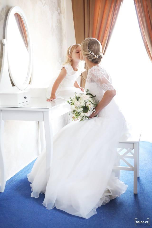 Svatební kytice v bílé barvě s listy eucalyptu. Svatební květiny Klára Uhlířová Brno