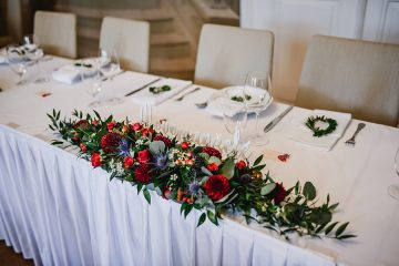 Dekorace na stůl novomanželů Svatební květiny Klára Uhlírová