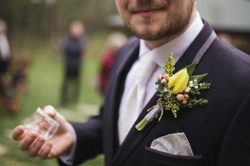 Korsáž z tulipánu. Svatební květiny Klára Uhlírová