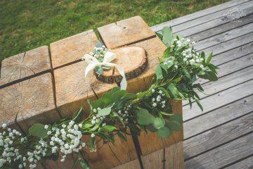 Girlanda na obřadní stolek. Svatební květiny Klára Uhlírová