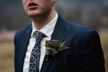Lesní korsáž pro ženicha. Svatební květiny Klára Uhlírová