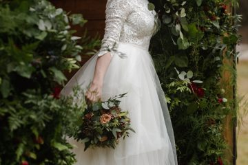 Dekorace obřadního místa v elegatním lesním stylu. Svatební květiny Klára Uhlírová
