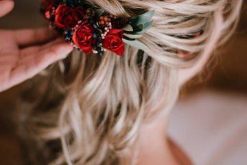 Květinová ozdoba do vlasů. Svatební květiny Klára Uhlírová