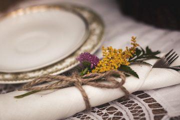 Květinová ozdoba příborů. Svatební květiny Klára Uhlírová