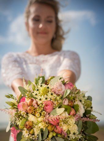 Růžovo bílá svatební kytice. Svatební květiny Klára Uhlírová