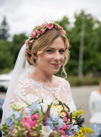 venecek-pro-nevestu-kytice-z-lucnich-kvetin-svatebni-floristika-klara-uhlirova-brno