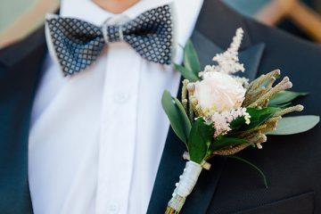 Korsáž pro ženicha v pudrově růžové. Svatební květiny Klára Uhlírová