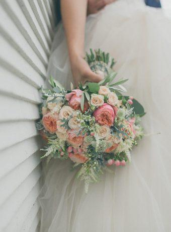 Pudrová svatební kytice. Svatební květiny Klára Uhlírová