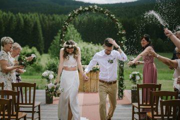 Výzdoba obřadu se slavobránou. Svatební květiny Klára Uhlírová