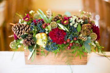 Barevní podzimní dekorace na svatební tabuli. Svatební květiny Klára Uhlířová