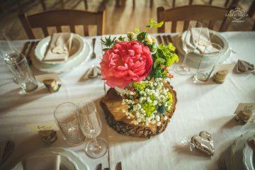 Rustikální dekorace na svatební stůl. Svatební květiny Klára Uhlířová
