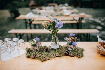 Luční dekorace s mechem. Svatební květiny Klára Uhlířová