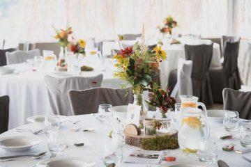 podzimni-kvetinova-vyzdoba-na-stoly-svatebni-kvetiny-klara-uhlirova-brno