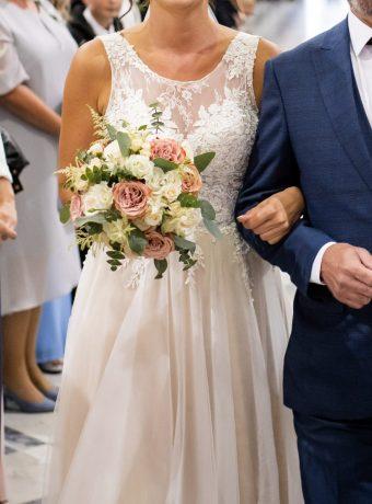 Něžná svatební kytice v odstínech krémové, bílé, zelené a cappuccino. Svatební květiny Klára Uhlířová