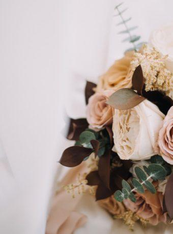 Boho svatební kytice v odstínech hnědé, krémové a cappuccino. Svatební květiny Klára Uhlířová Brno